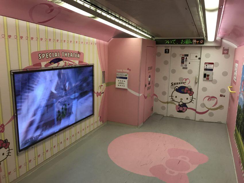 ハローキティ新幹線 1号車