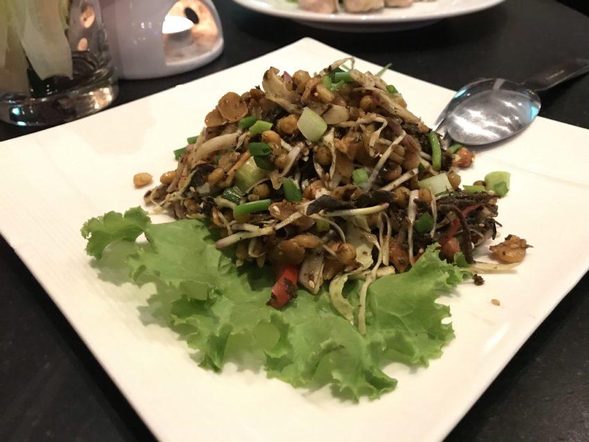 OUTER ROOM 豆と茶葉のサラダ