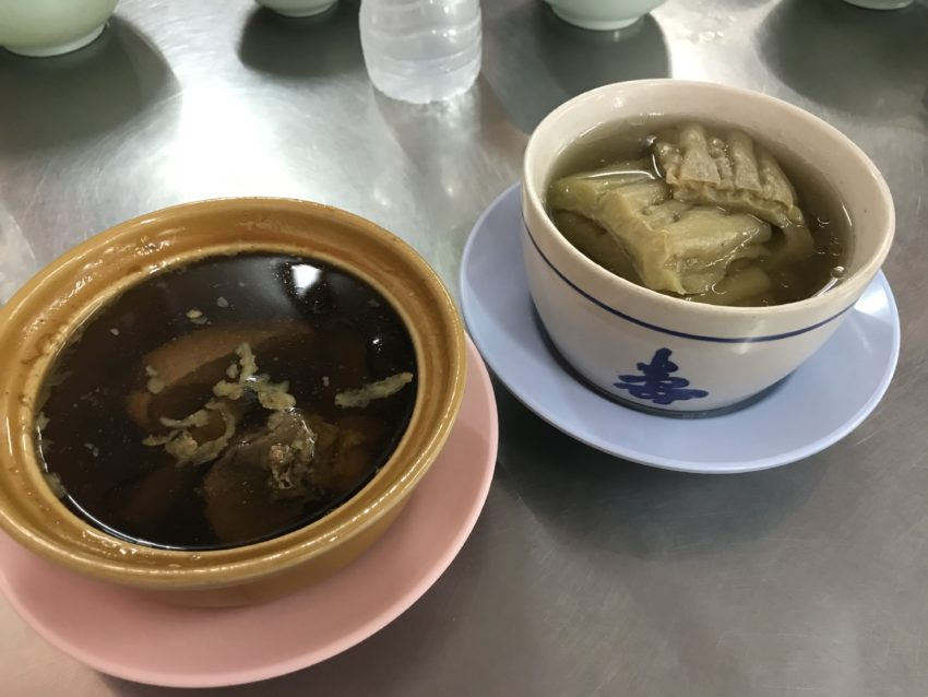 ピンクのカオマンガイ ニガウリのスープ