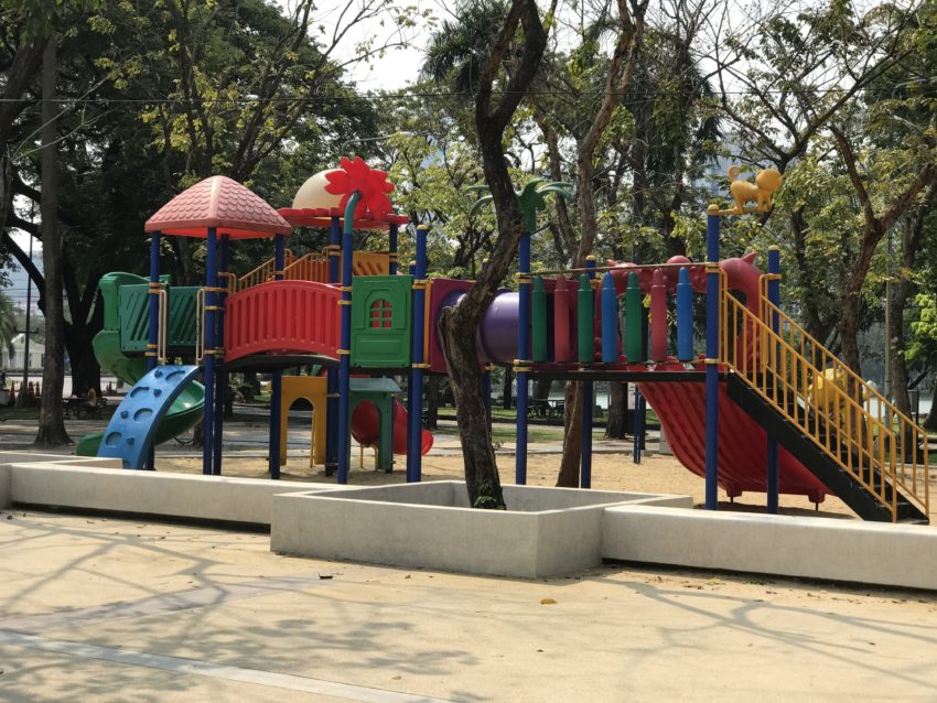 ルンピニー公園 遊具