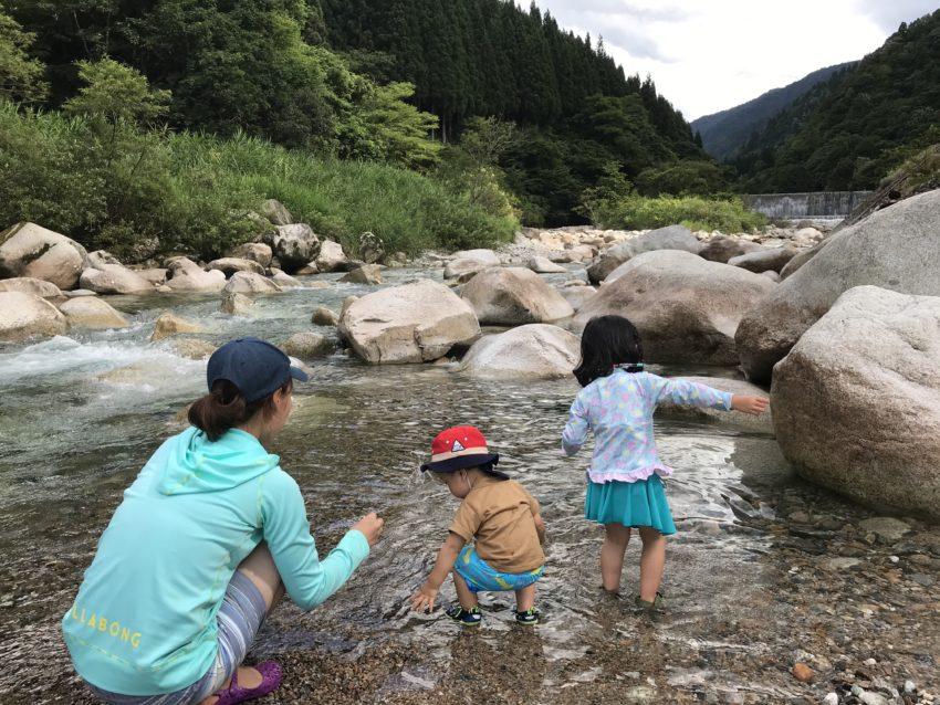 片貝山ノ守キャンプ場 川遊び